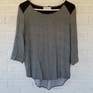 4/$25 ❤Black and white blouse
